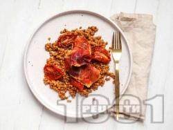 Пилешко филе с леща, прошуто, сушени домати и червено песто на фурна - снимка на рецептата